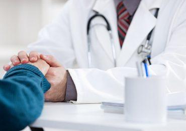 """Coronavirus, """"Medici di base e assistenza a domicilio: il doppio fallimento della Regione Lombardia"""""""