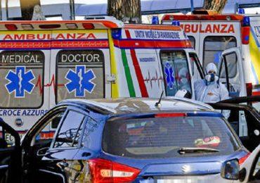 Coronavirus, Napoli nel caos: lunghe code agli ospedali