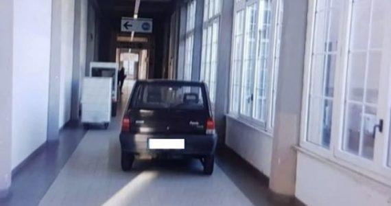 Parcheggia l'auto davanti all'ingresso dell'UTIC: denunciato per interruzione di pubblico servizio
