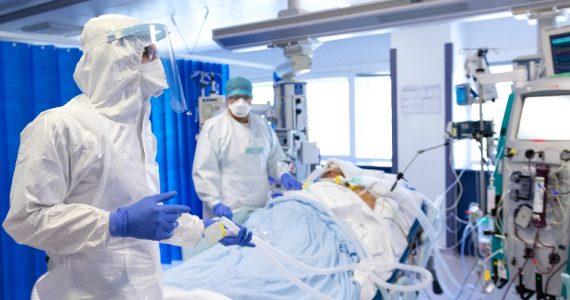 Traumi come nei reduci di guerra tra gli infermieri per il Covid: disagio psichico nel 40% dei casi