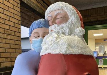 Una torta alta 1,80 metri per abbracciare gli infermieri che combattono il Covid-19
