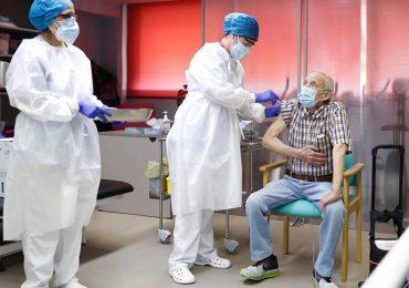Coronavirus, infermiera spagnola positiva dopo aver somministrato il vaccino