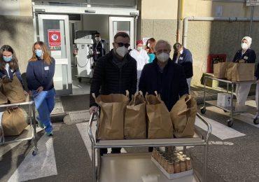 Coronavirus, Marco Masini consegna pasti gratuiti al personale sanitario di Careggi