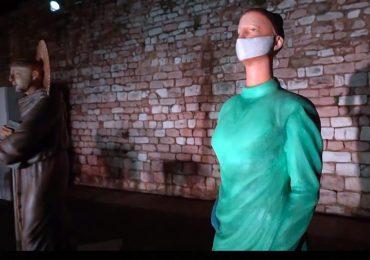 Nel presepe di Assisi la statua di un'infermiera 2
