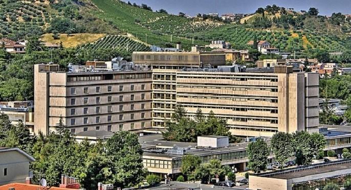 """Ospedale Mazzoni, denuncia degli infermieri: """"non vi sono addirittura neppure i servizi igienici"""""""
