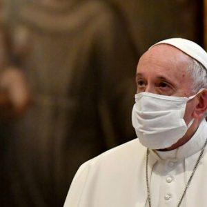 Papa Francesco: medici e infermieri stanno scrivendo la storia