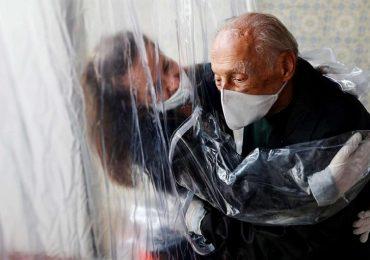 """Reggio Emilia, anziani meno soli grazie alle """"stanze degli abbracci"""""""
