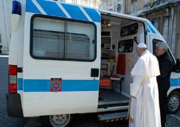 Torvaianica, papa Francesco dona vaccini antinfluenzali e tamponi a trans e homeless