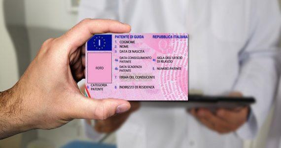 Falsi certificati medici per il rilascio di patenti: 20 arresti