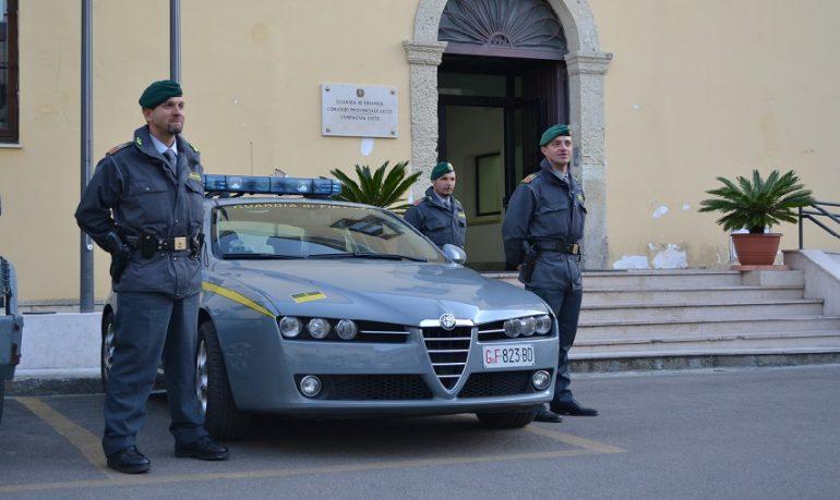 Falsi certificati per giustificare assenze in caserma: indagati finanziere e medico in Salento