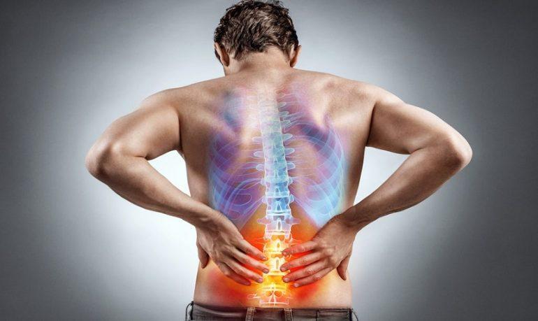 Mal di schiena cronico, a Siena il primo impianto di pacemaker spinale in Italia