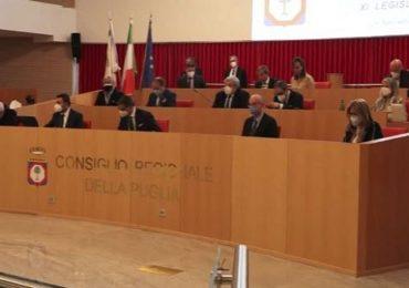 """Puglia, opposizione all'attacco: """"Vaccino anti-Covid somministrato a chi non ne ha diritto?"""""""