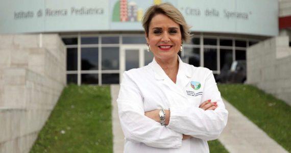 """Taglio vaccini Pfizer, l'immunologa Viola: """"Bisogna procedere alla produzione su licenza"""""""