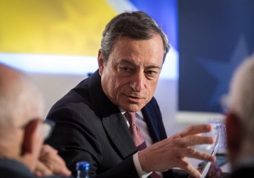 """Draghi sulle vaccinazioni: """"ricorrere alla protezione civile, alle forze armate, ai tanti volontari"""""""