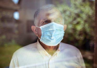 Coronavirus, rischio di reinfezione più alto per gli anziani: lo studio danese