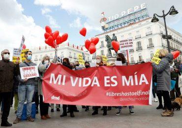 Spagna, via libera a eutanasia e suicidio assistito