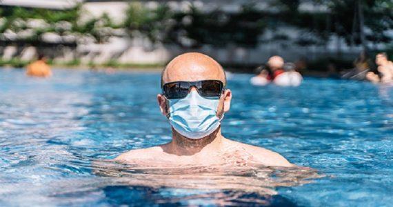 """Coronavirus, studio inglese rivela: """"Cloro delle piscine può inattivarlo in 30 secondi"""""""