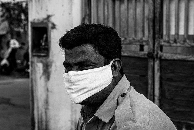 Covid: l'India spaventa il mondo: nuovi picchi di casi e corpi burciati in strada