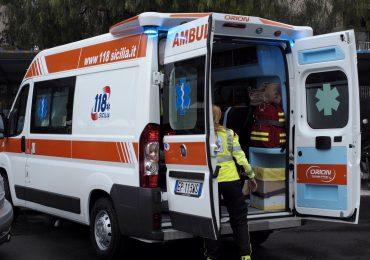 Minorenni annoiati rubano ambulanza mentre i sanitari soccorrono paziente in gravi condizioni