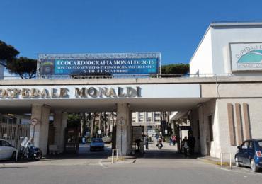 Napoli, caos al Monaldi: parenti di una donna deceduta per Covid aggrediscono oss