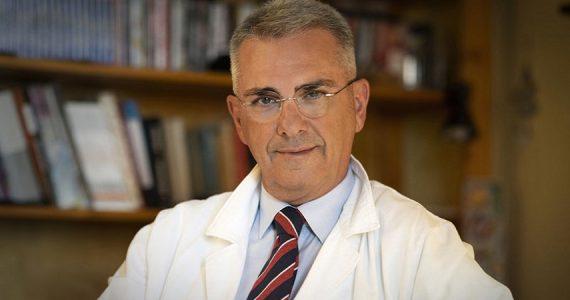 """Vaccino AstraZeneca, l'immunologo Minelli: """"Effetti collaterali lievi o assenti con dose più bassa"""""""