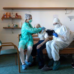 On. Mammì (M5S): bene vaccinazioni a domicilio per fragili, male farlo a 6 euro. Basta sfruttare la categoria!