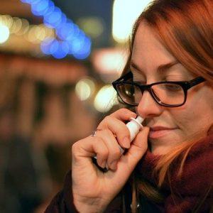 Spray nasale contro il Covid: al via i primi test sull'uomo