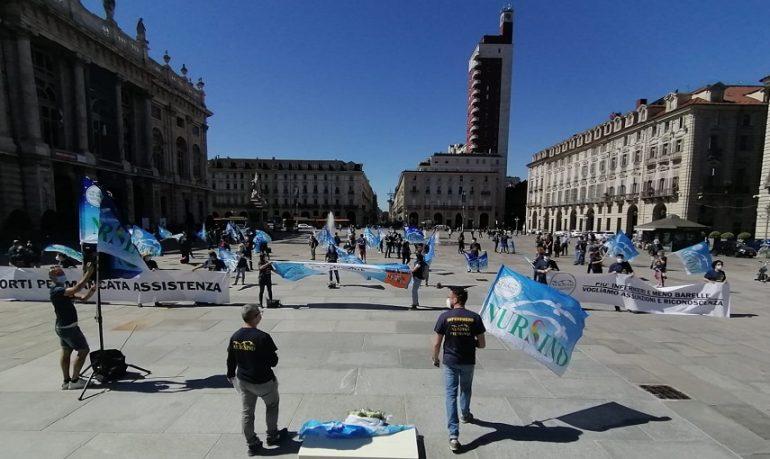 """Torino, infermieri Nursind in piazza per la """"dignità del personale"""""""