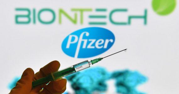 Vaccino Pfizer/BioNTech: nuovo accordo per fornire all'Ue fino a 1,8 miliardi di dosi aggiuntive