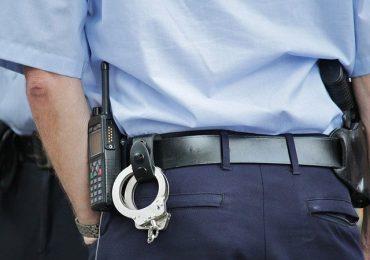 Arrestato medico assenteista: timbrava il badge e poi visitava in nero a domicilio
