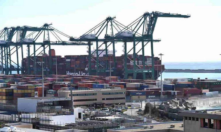Coronavirus, container bloccati nei porti cinesi: colpa della variante Delta