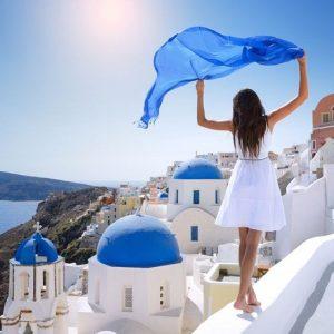 Coronavirus, la Grecia riapre al turismo di massa: regole molto più snelle