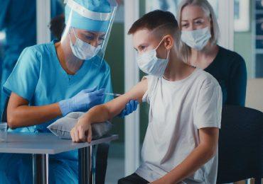 Coronavirus, ok della Sip al vaccino per i minori (over 12)