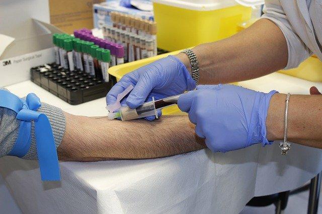 Infermiere contrae l'epatite a causa di un prelievo: per la Cassazione responsabile il medico competente