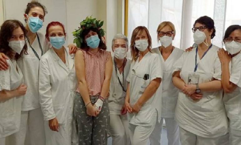 Monza, discute la tesi di laurea in ospedale: la bella storia di Giulia