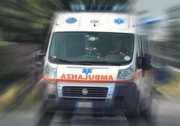 Napoli, ruba ambulanza per soccorrere un parente: arrestato