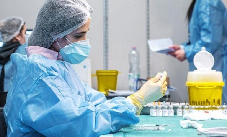 Coronavirus, i sanitari no vax adducono le motivazioni più fantasiose per sottrarsi all'obbligo vaccinale