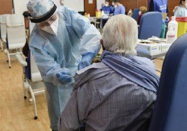 """Coronavirus, Iss: """"69% di morti tra over 80 non vaccinati nell'ultimo mese"""""""