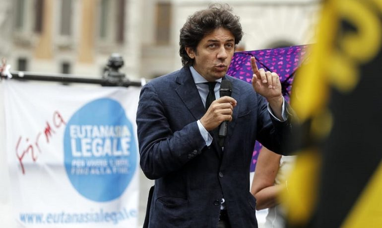 "Eutanasia, Associazione Coscioni: ""Raccolte 100mila firme per il referendum"""