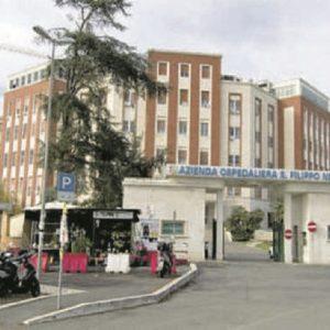 Roma, operatore sanitario aggredito da uomo impaziente di fare il tampone Covid: spunta anche un coltello