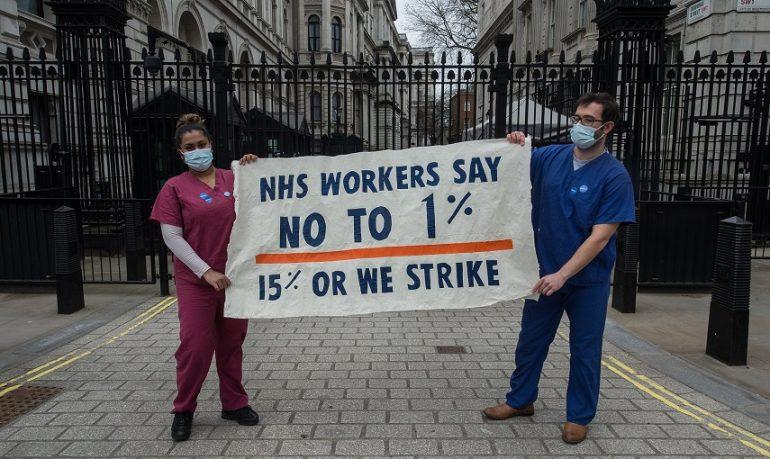 Uk, infermieri e medici sul piede di guerra: chiedono adeguato aumento salariale