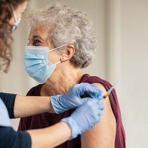 Vaccini anti-Covid nelle comunità residenziali: priorità e modalità di implementazione ad interim nel nuovo rapporto Iss
