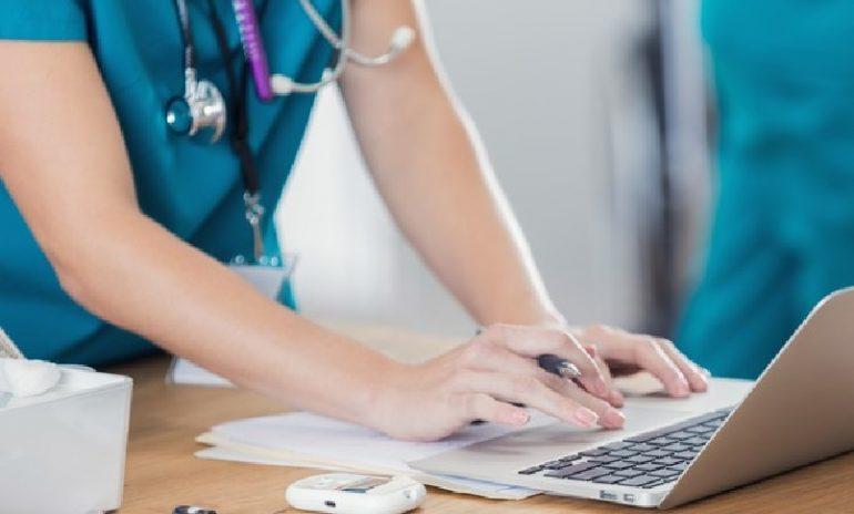 Versilia, rabbia social di due infermiere contro i no vax: Asl Toscana Nord Ovest si dissocia