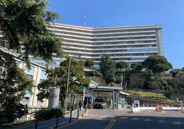 Centinaia di infermieri non vaccinati sospesi in Liguria: il policlinico organizza un bando per assumerne 50 per 3 mesi