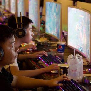 Cina, arriva la stretta sui videogane online per i minori: non più di 3 ore a settimana