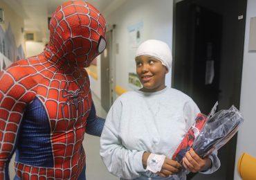 MediCinema ItaliaeNiguarda portano Spiderman nel reparto di pediatria