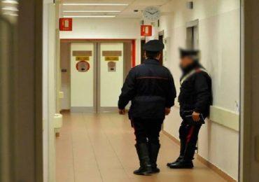 Si presenta in reparto rifiutando di andarsene: infermiera NoVax portata via dai Carabinieri