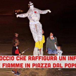 Firenze: fantoccio che raffigura infermiere dato alle fiamme in piazza dal popolo NoVax