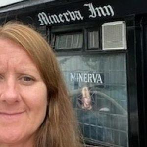 Inghilterra, niente pub senza vaccino anti-Covid: la titolare non fa sconti neanche a sua figlia
