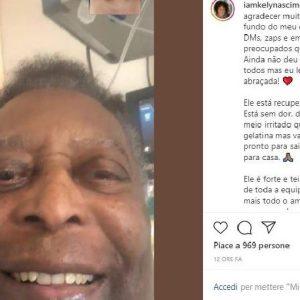 """Pelé sta meglio e ringrazia i suoi tifosi: """"Ci riabbracceremo presto"""""""